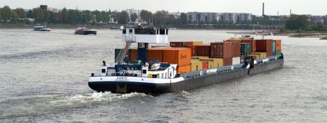 Containerschiff in Köln-Niehl - Foto: Rolf Heinrich - GNU-FDL / Zum Vergrößern auf das Bild klicken