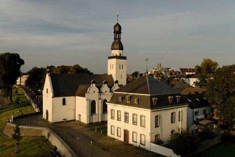 Kirche St. Clemens - Foto: Jörg Wiegels - CC BY-SA 3.0 / Zum Vergrößern auf das Bild klicken
