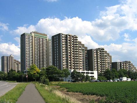 Hochhaussiedlung Am Kölnberg  - Foto: WP-User: A.Savin - GNU-FDL / Zum Vergrößern auf das Bild klicken